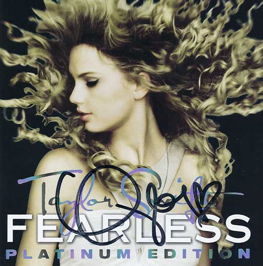 Taylor Swift Autographed Fearless Deluxe Platinum Edition CD/DVD